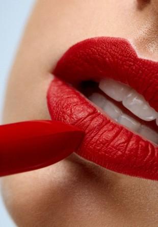 BEAUTY TIPS: Cum obții cele mai senzuale buze mate?
