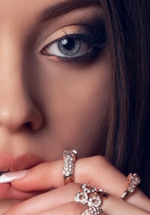 Tipuri de accesorii pe care trebuie să le ai în cutia cu bijuterii